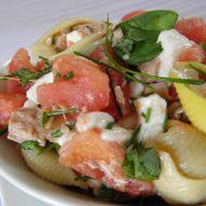 Rajčatový salát s tuňákem a těstovinou recept