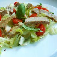 Zeleninový salát s pikantním tuňákem recept