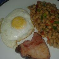 Bílé fazole s uzeným a vejcem recept