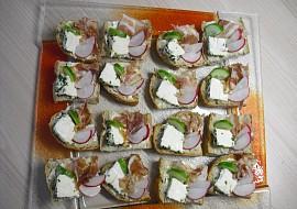 Víkendová snídaně R-om-i-k- domácí bylinkový obložený chléb ...