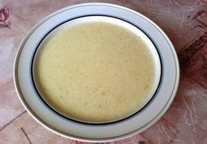 Květáková polévka s kysanou smetanou