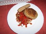 Karbanátky z trouby na paprikovém salátu recept