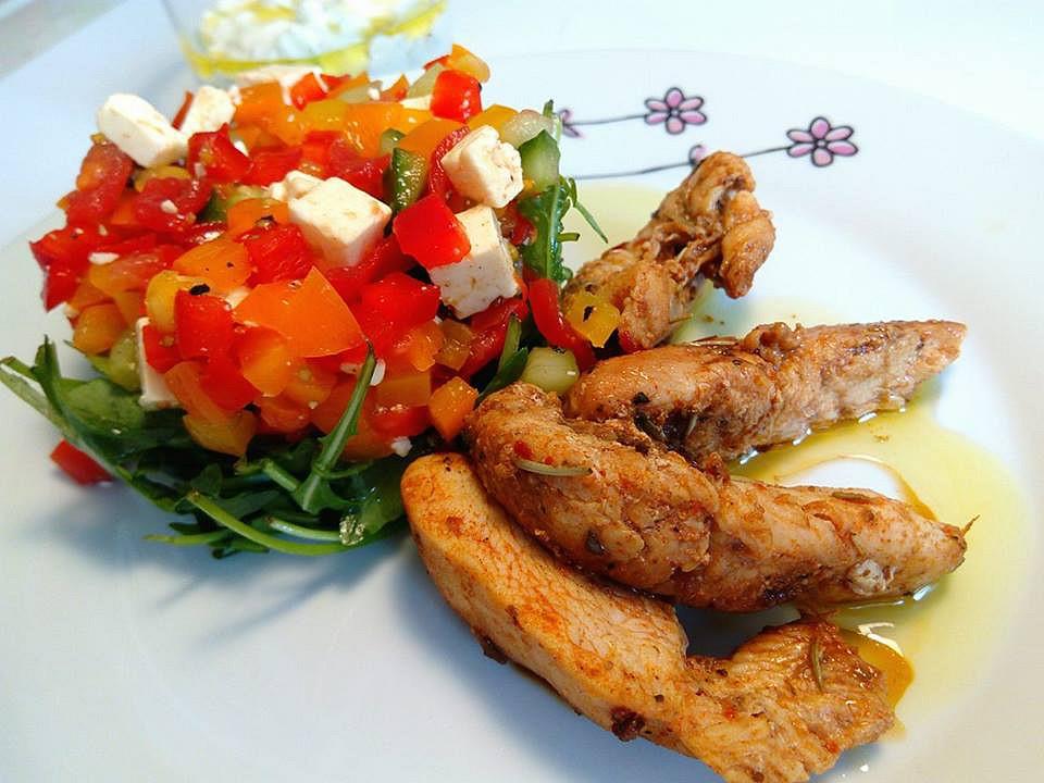 Kuřecí kousky se šopským salátem na rukolovém hnízdě recept ...