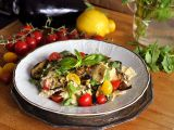 Těstoviny s krémovou omáčkou, rajčátky a lilkem recept ...
