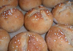 Bulky z chleba se semínky a ořechy