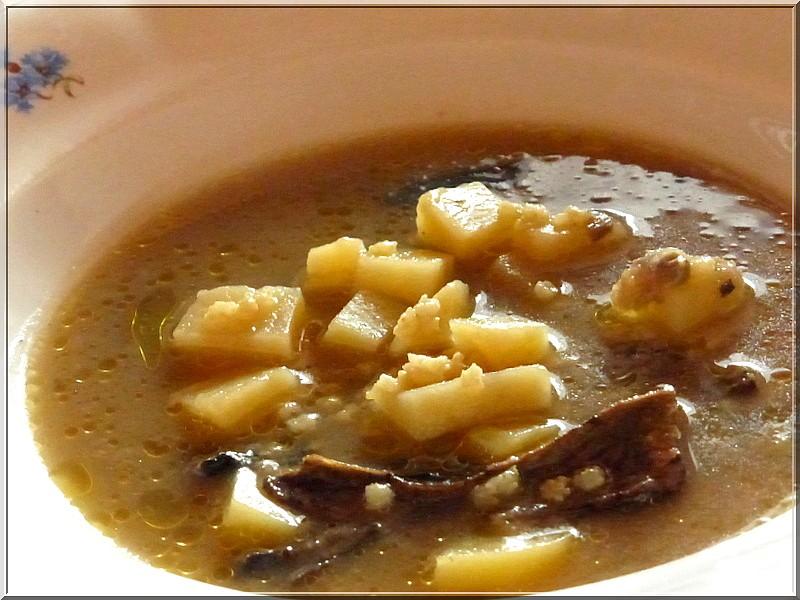 Grumbírová polévka s hřibama recept