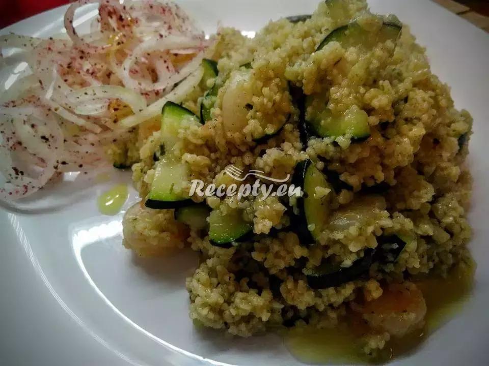 Kuskus se zeleninkou a kuřecím masem recept  drůbeží maso ...