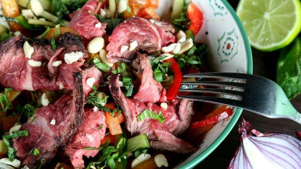 Thajský salát s hanger steakem