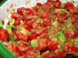 Rajčatový salát s avokádem a tuňákem recept