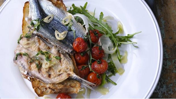 Grilované sardinky s česnekem a tymiánem