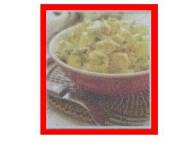Kuřecí salát s celerem a kousky ovoce