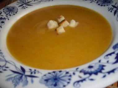 Krémová cibulovo-zeleninová polévka