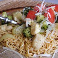 Čínské nudle s kuřecím a brokolicí recept
