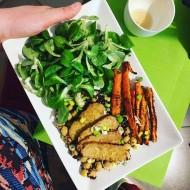 Tempeh s cizrnovo-quinoovou směsí a pečenou mrkví recept ...