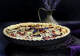 Cibulový quiche s gorgonzolou, slaninou a levandulí recept ...