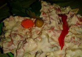 """Pomazánka i salát Pikant"""" z Nivy, oříšků a malých cibulek recept ..."""