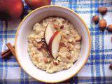 Ovesná kaše s jablky a ořechy – zahřívací snídaně do podzimního ...