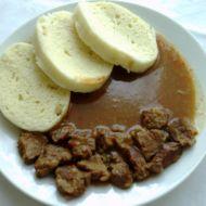 Guláš s kapií a česnekem recept