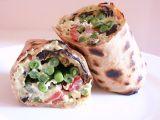 Celozrnný wrap s avokádovou pastou, zeleninou a sýrem feta recept ...