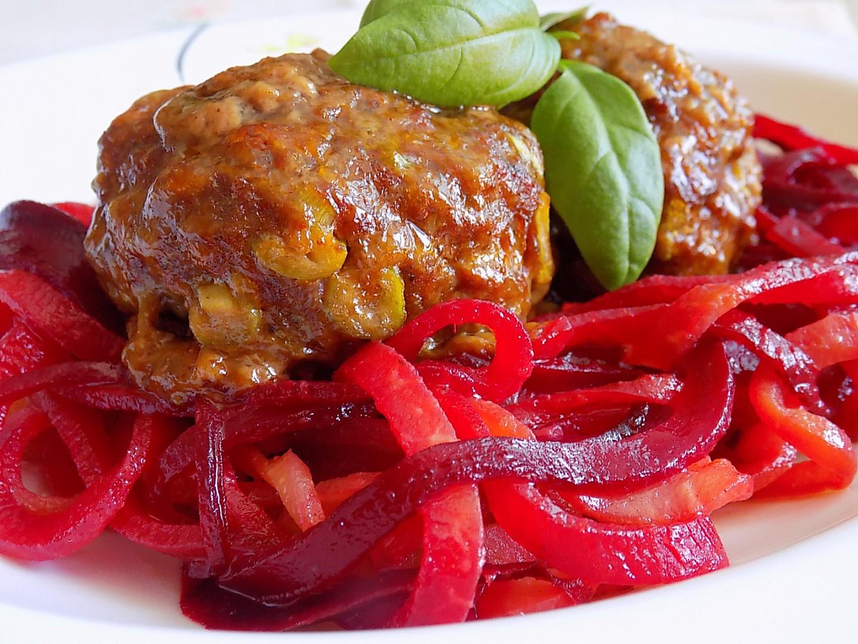 Masovo-tvarůžkový karbenátek se zeleninovými špagetami recept ...