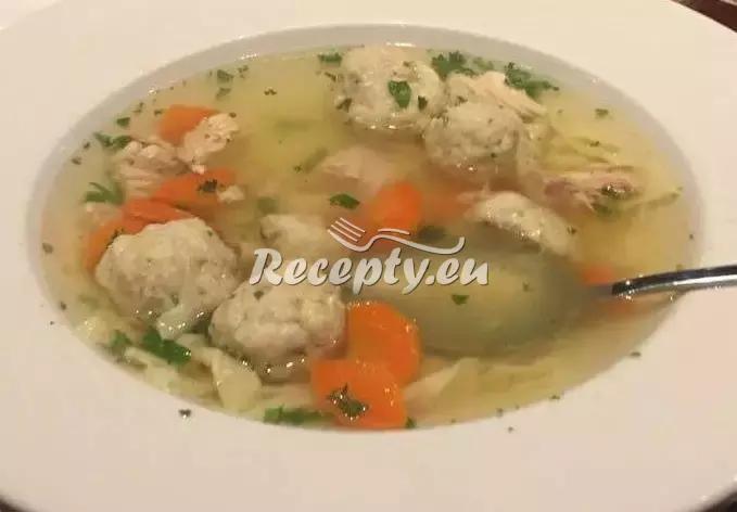 Hovězí polévka s houbovými knedlíčky recept  polévky