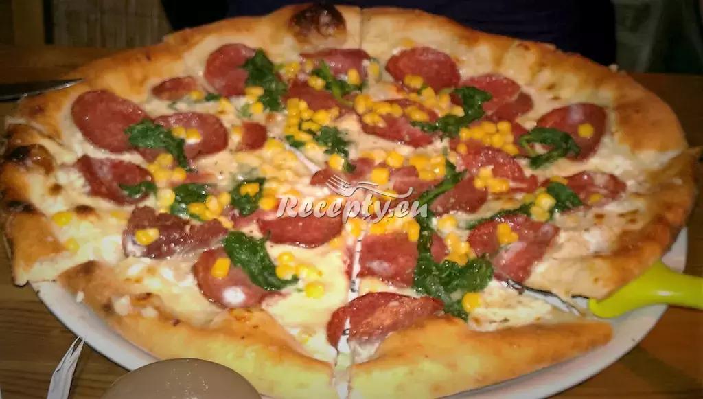 Salámová pizza recept  pizza
