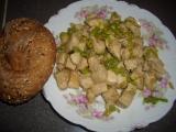 Vepřové kostky s pórkem, česnekem a jarní cibulkou recept ...