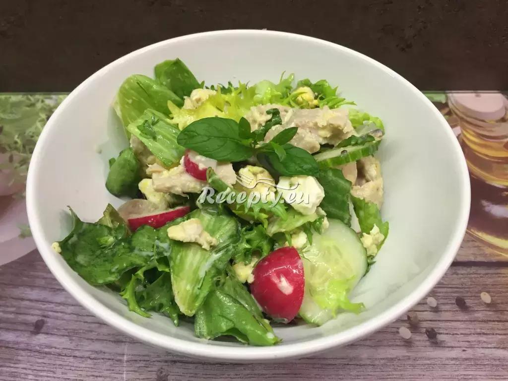 Kuřecí salát s jablky a sýrem recept  saláty