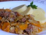 Vepřové maso v zelí a mrkvi recept