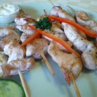 Kuřecí špízy s pikantní omáčkou recept