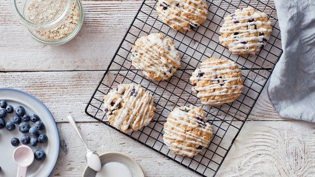 Ovesné sušenky s borůvkami a bílou čokoládou