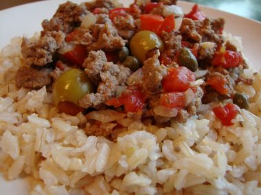 Picadillo  hovězí maso s rajčaty a olivami