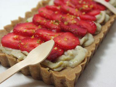 Italský oříškový koláč s mascarpone a jahodami