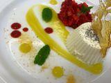 Vanilková panna cotta s jahodovo-medovým tataráčkem, ovocným ...