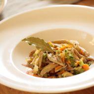 Teplý houbový salát recept