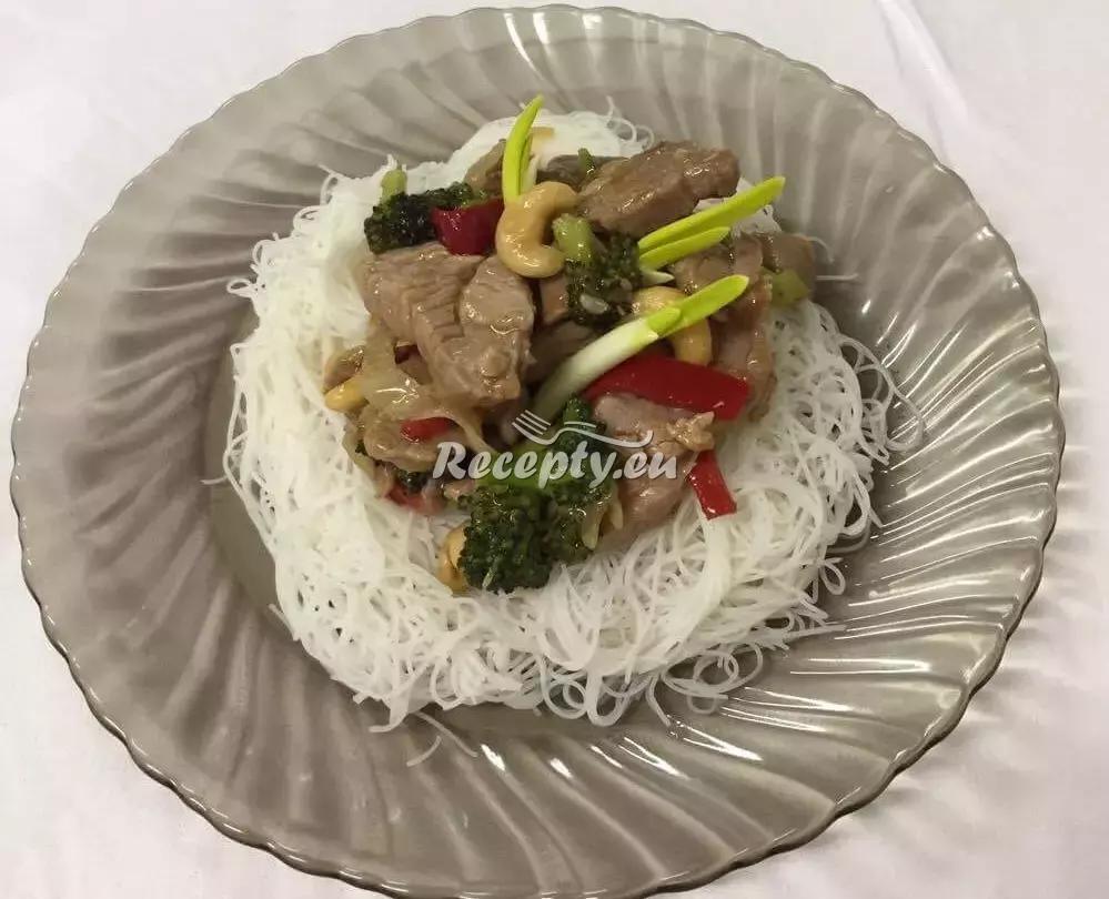Krůti maso s rýžovými nudlemi podle Vieta Anh Doana recept ...