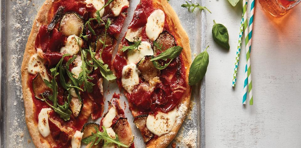 Pizza se sušenou šunkou a ančovičkami