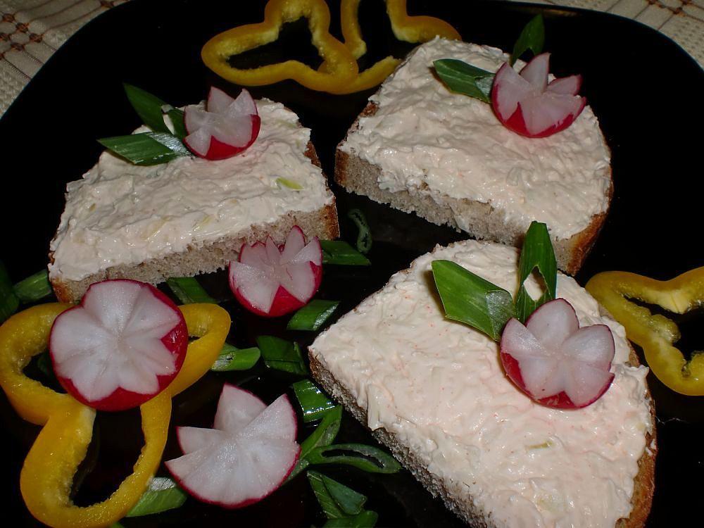 Voňavá sýrová pomazánka s cibulí recept