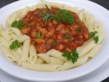 Omáčka z pečených rajčat, fazolí a kuřecího masa recept ...