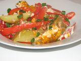 Brambory zapečené s paprikou, jarními cibulkami a kysanou ...