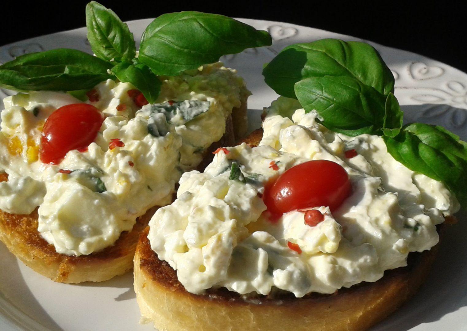 Bazalková pomazánka s Cottage sýrem recept