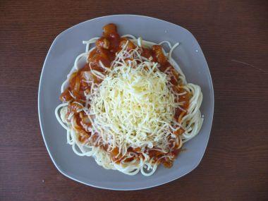 Špagety s rajčatovo-nivovou omáčkou