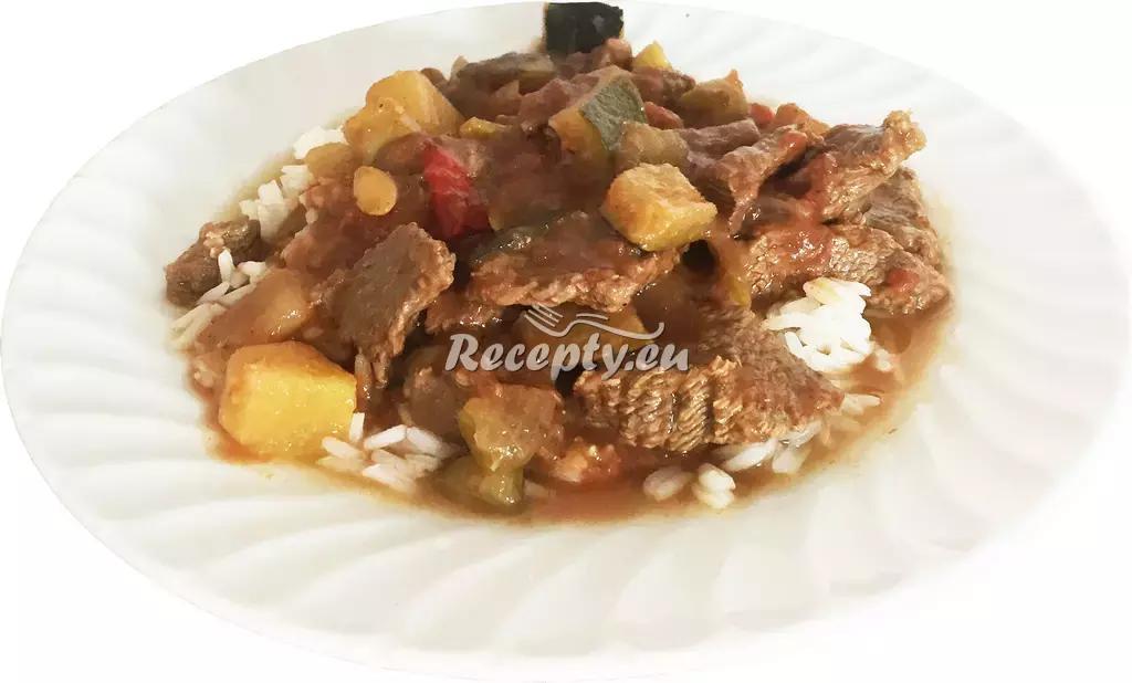 Dušené hovězí nudličky s cuketou recept  hovězí maso