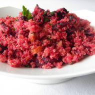 Salát z quinoi s červenou řepou recept