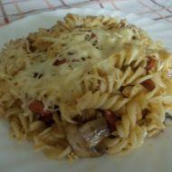 Zapékané těstoviny s uzeninou a žampiony recept