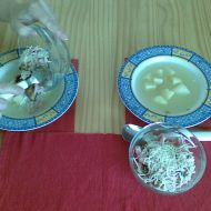 Česneková polévka se salámem recept