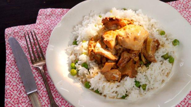 Kuřecí plátky se smetanou a hříbky & rýže se sladkým hráškem ...