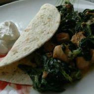 Tortilla se špenátem a kuřecím masem recept