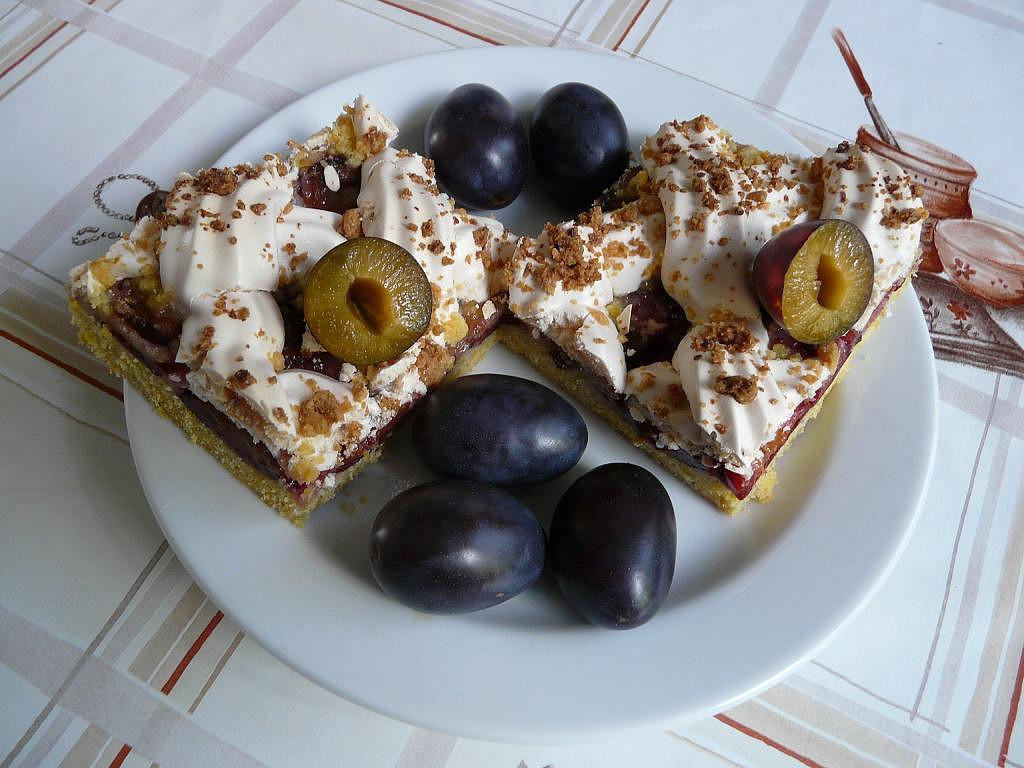 Švestkový koláč s bílkovou mřížkou recept