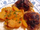Pikantní kuřecí špalíčky na mrkvi recept